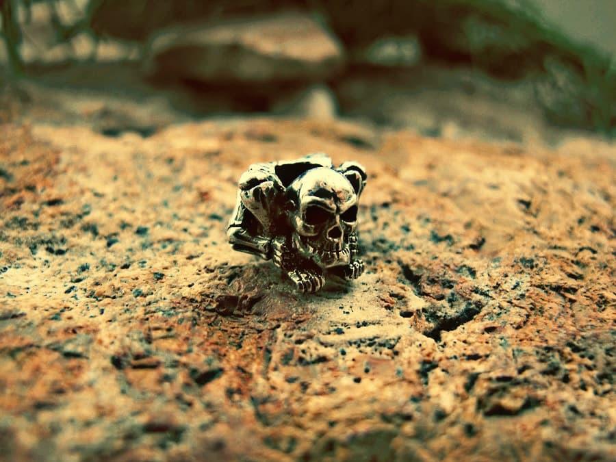 """Бусина для темляка """"Скелетос"""""""